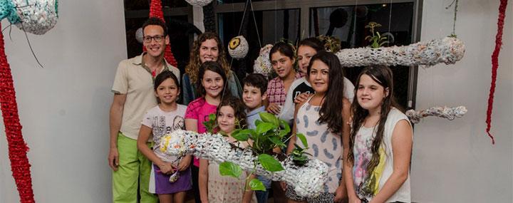 פתיחת תערוכה של ילדי בית ספר ידלין עם האמן גיל יפמן