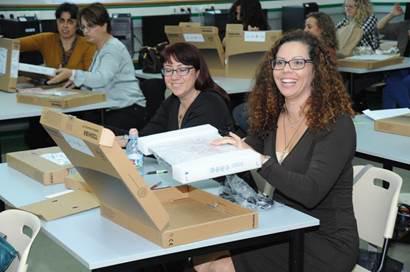 למעלה חלוקת מחשבים ניידים למורי בתי הספר היסודיים PD-63
